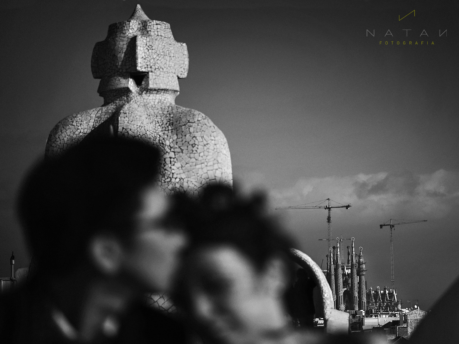 Pedrera Gaudí Sagrada Familia, Chinese couple engagement session in Barcelona