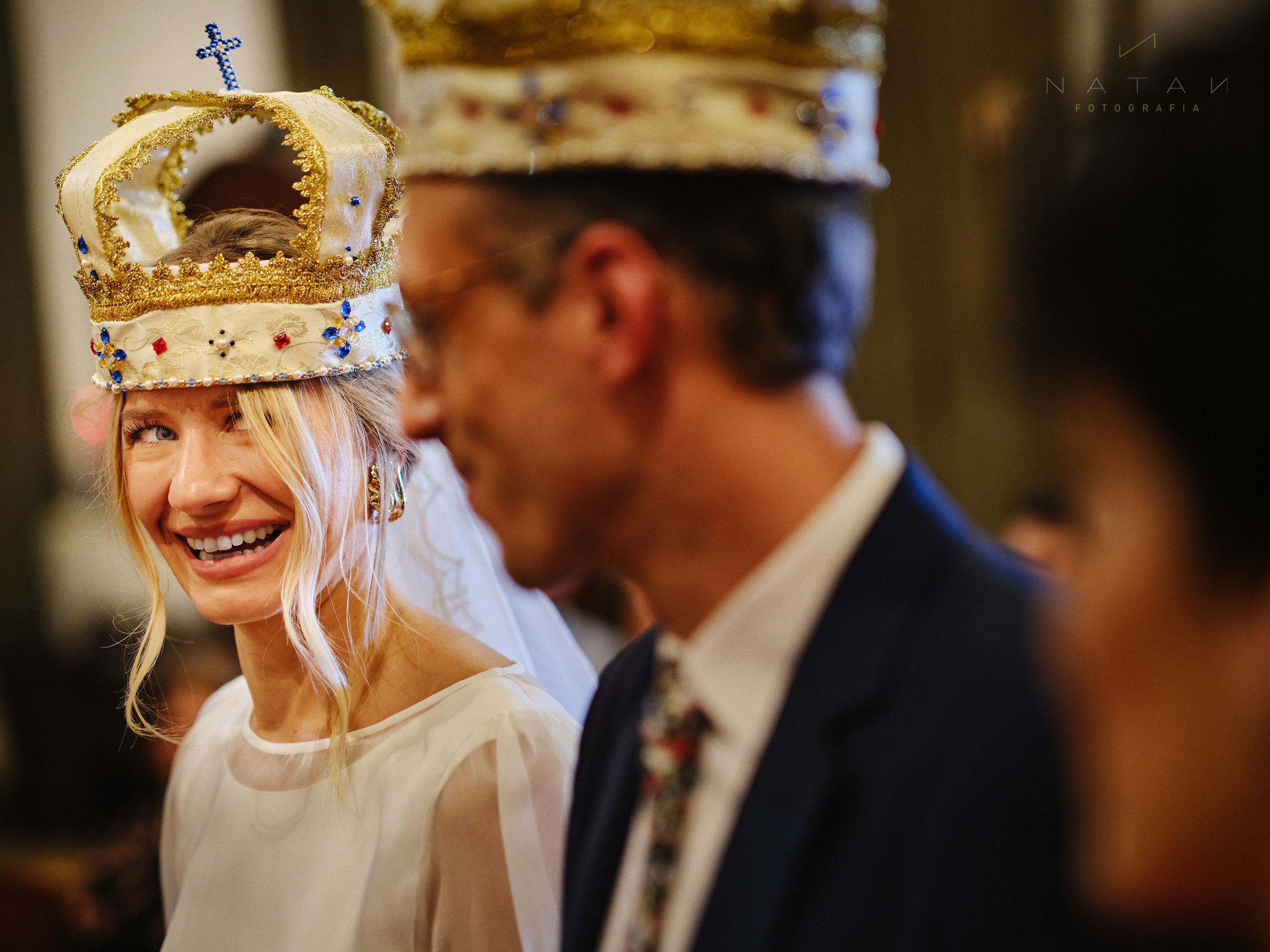 funny moment of bride in orthodox wedding