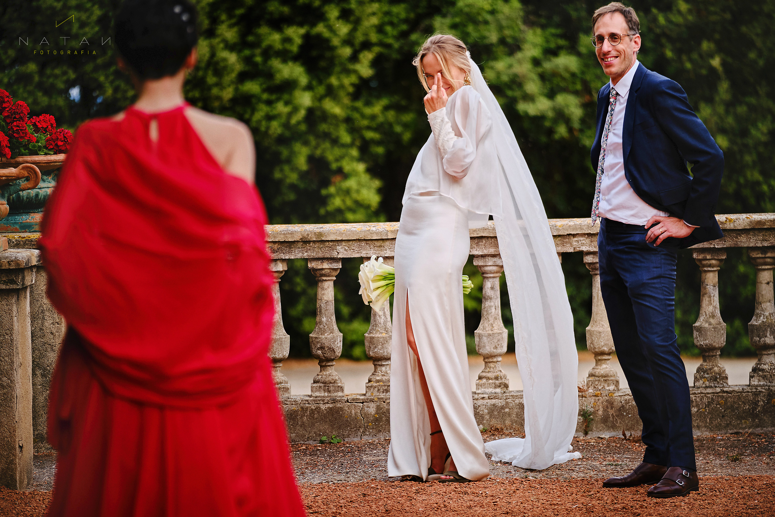 casual wedding photography funny moment